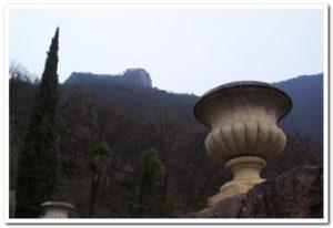 Blick zur Burg Greifenstein (Sauschloss)